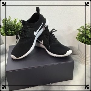 Nike | Woman's Roshe | Sz. 7.5